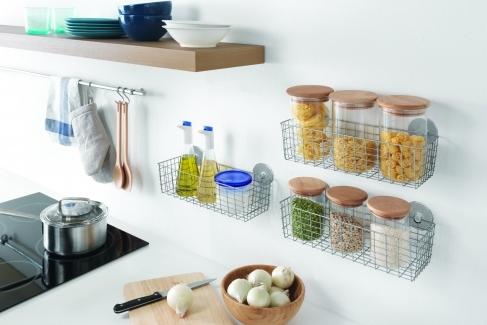 Bucătărie organizată și colorată