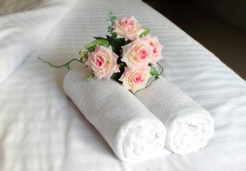 Set 2 prosoape pentru fata Hotel Line, Bedora, 50 x 90 cm, 100% bumbac cardat, 500 gr/mp, alb