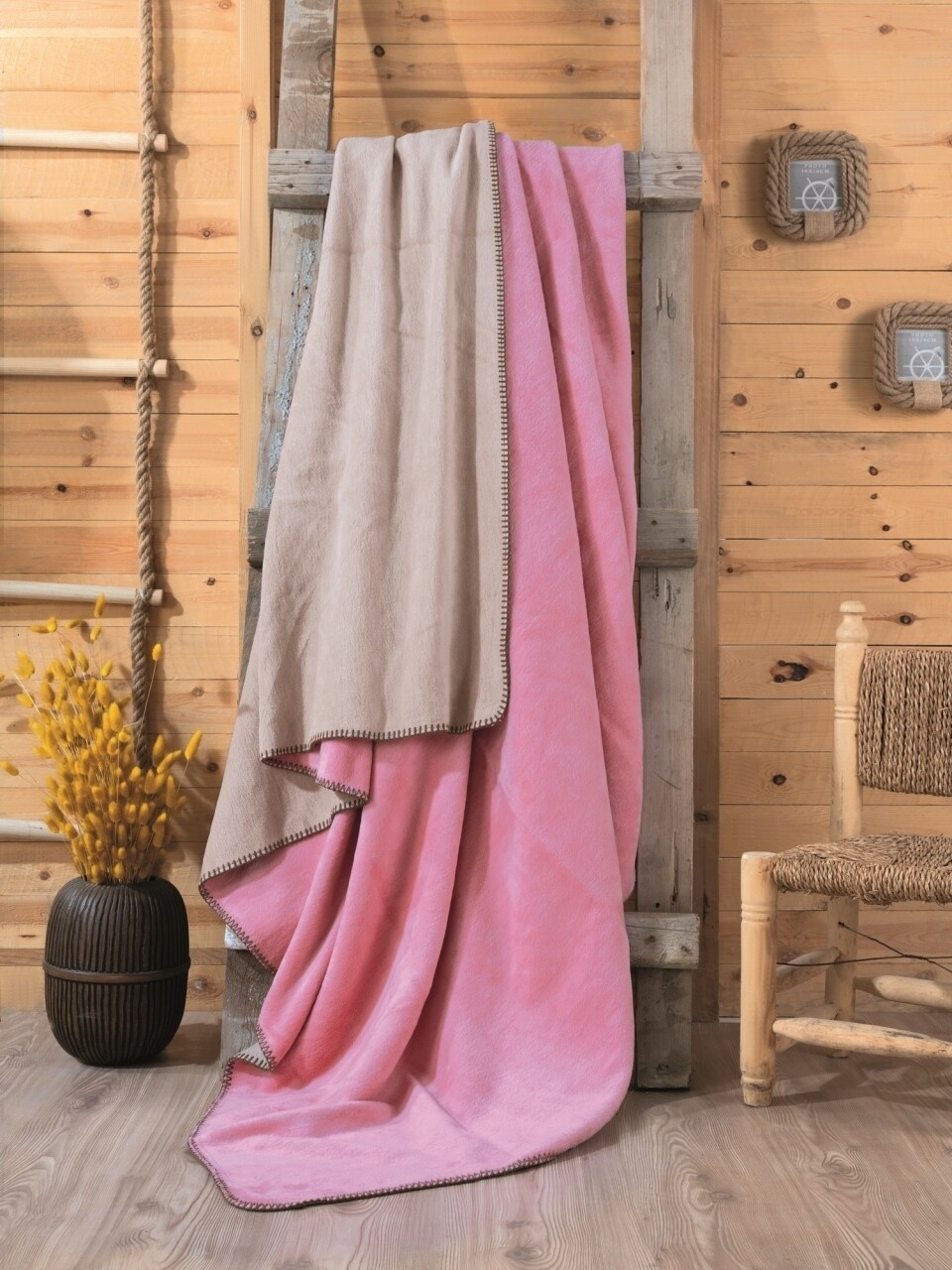 Patura pentru pat dublu din bumbac si acrylic, 200x200 cm, Cotton Box, roz/bej