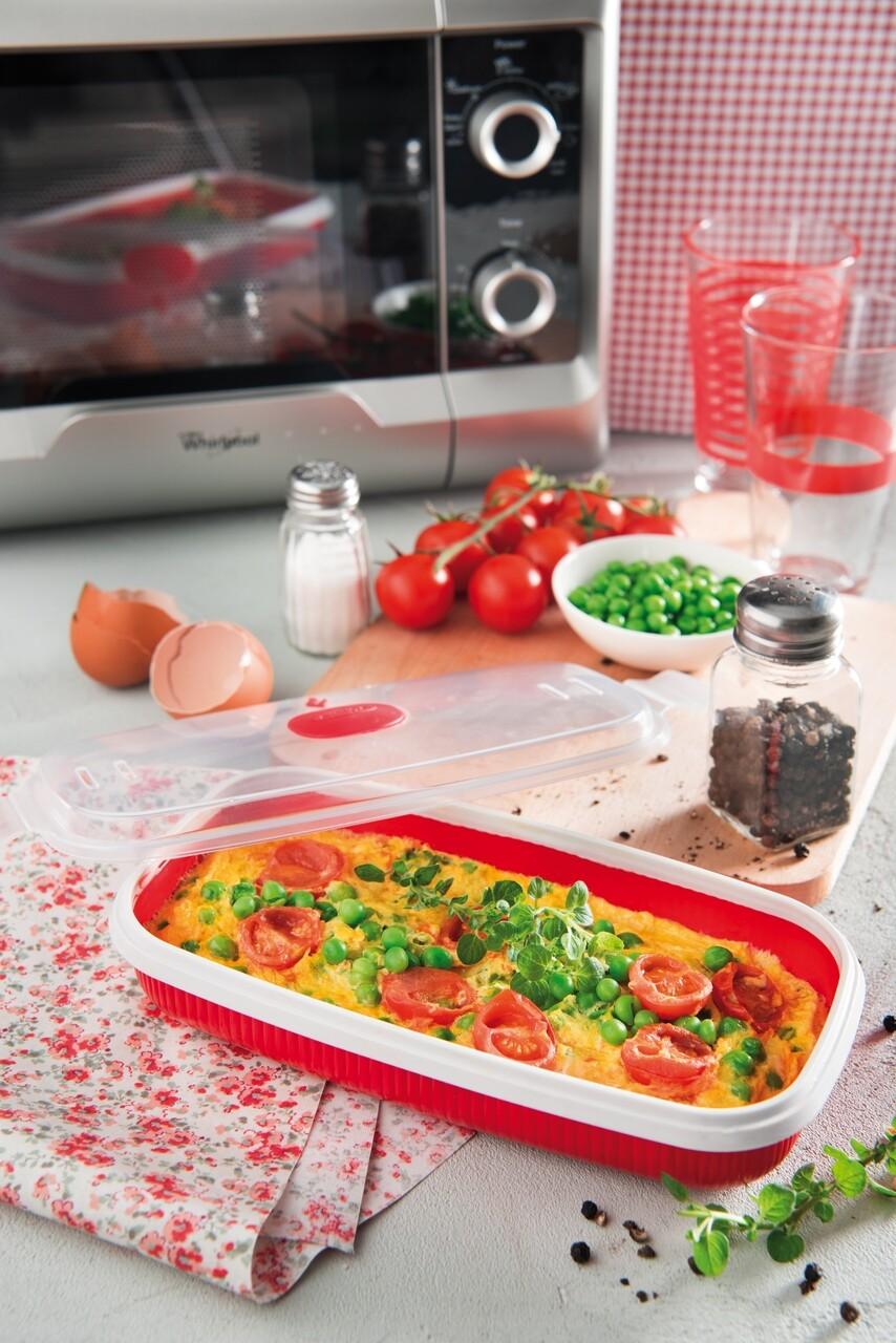 Recipient pentru prepararea omletei in cuptorul cu microunde, Snips, 0.75 L, polipropilena, rosu