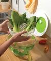 Uscator salata si verdeturi 2 in 1, Snips, Spin&Serve, 5 L, plastic, alb/verde